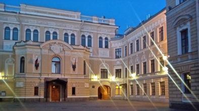 Дворы Петербурга